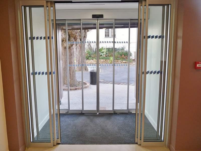 Porte automatique vitr e ou non for Bloc porte coulissant