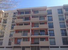 Garde-corps de balcon sur un immeuble