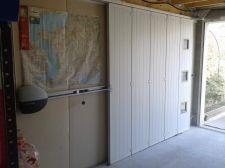 Porte de garage latérale à Grenoble - vue intérieure ouverte