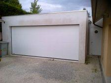 Porte de garage sectionnelle et porte de service à Meylan